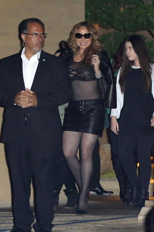 Mariah vyrazila s přáteli na sushi.