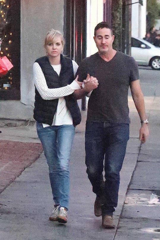 Anna Faris a Michael Barrett na procházce v LA
