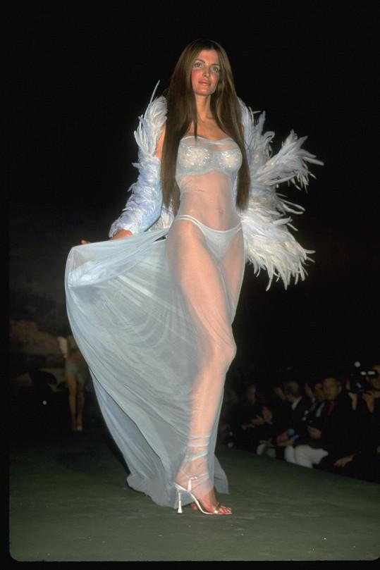 Seymour se stala v roce 1997 prvním andílkem Victoria's Secret.