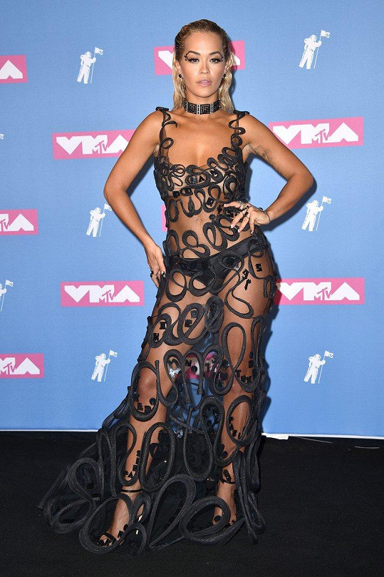 Rita Ora se příliš nezahalila.