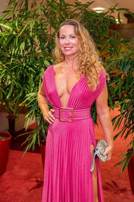 Slovenská herečka vynesla vyzývavý a odhalený model.