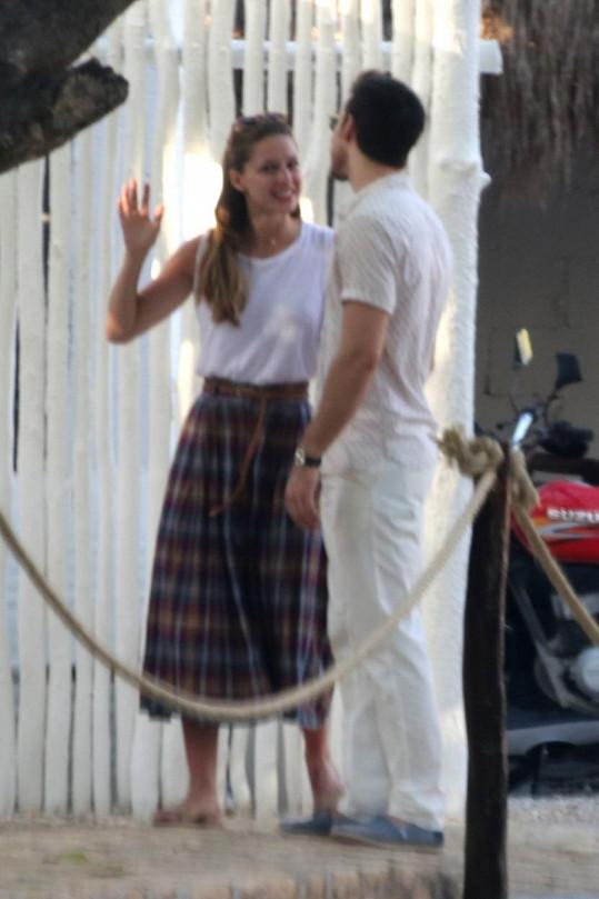 V Cancúnu s hezounem v bílém, kterým má být právě Chris Wood.
