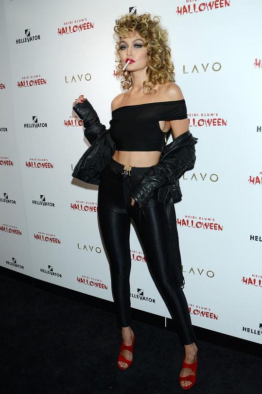 Gigi Hadid jako Sandy z Pomády
