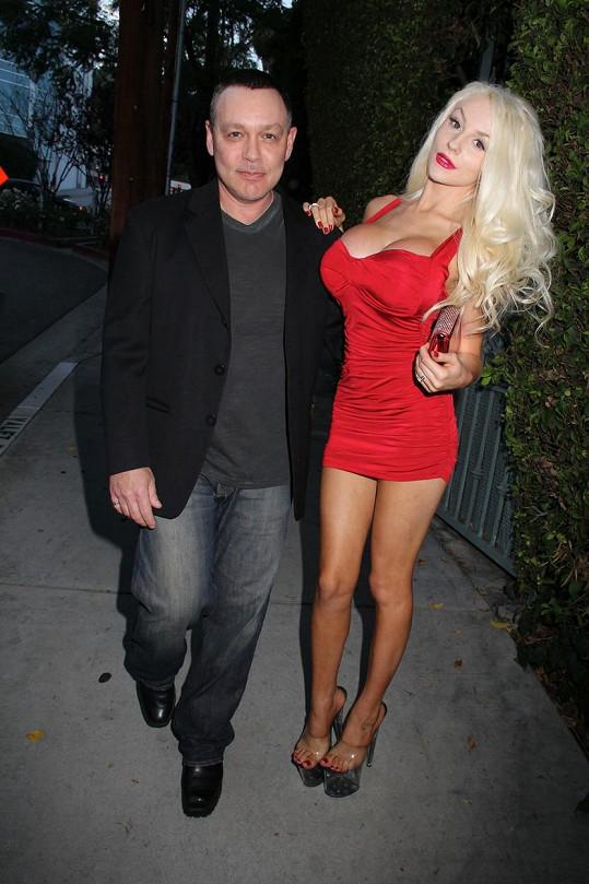 Courtney s manželem Dougem Hutchisonem