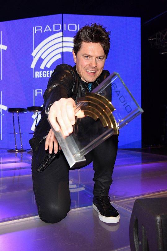 Nedávno v Německu získal cenu.