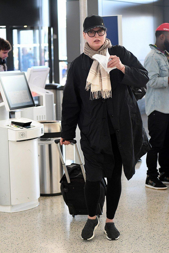 Linda Evangelista na newyorském letišti (2017)