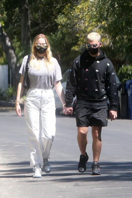 Sophie Turner s manželem Joem Jonasem
