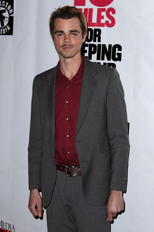 Reid Ewing se proslavil seriálem Taková moderní rodinka.