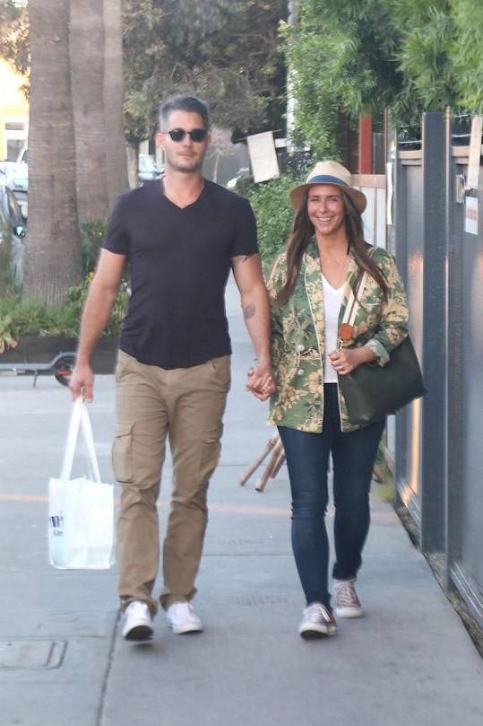 S manželem Brianem Hallisayem se těší na třetího potomka.