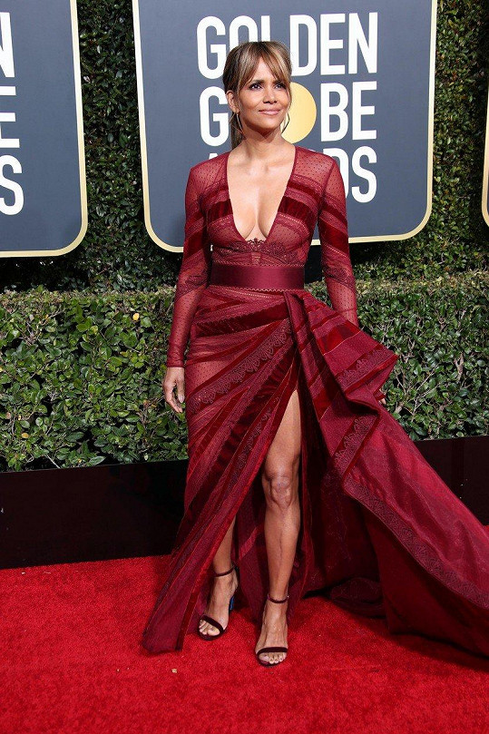 Halle Berry nedávno všechny okouzlila na udílení Zlatých glóbů.