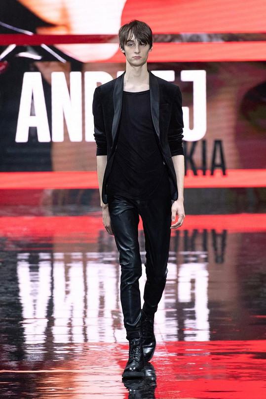 Slovák Andrej Chamula se stal loni v listopadu vítězem světového finále Elite Model Look v Paříži. Nyní se předčasně vrací z Asie domů.