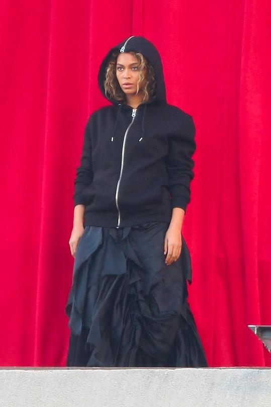 Beyoncé natáčela klip v centru Los Angeles.