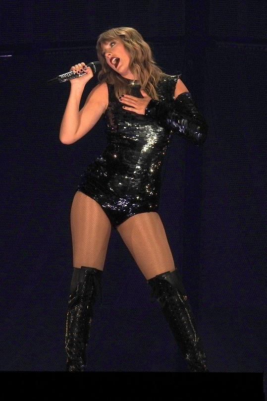 Taylor Swift prodává bejvák.