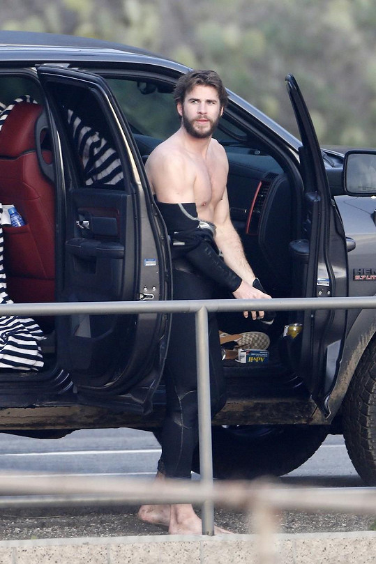 Liam Hemsworth v Miami