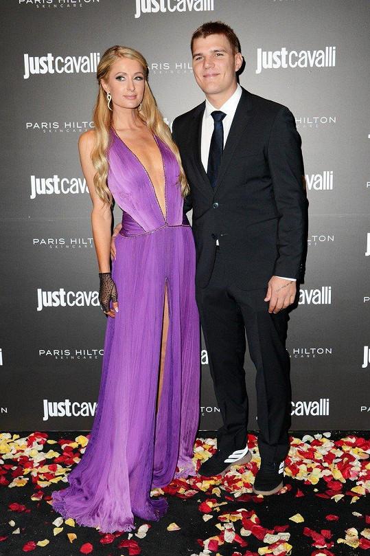 Paris Hilton a Chris Zylka se rozešli.