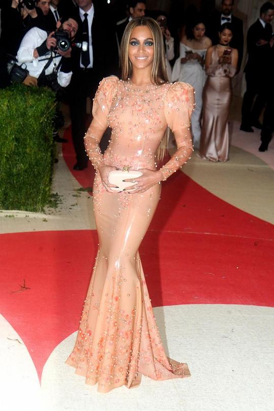 Beyoncé vsadila na latex.