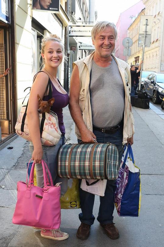 Nakupoval společně s dcerou.
