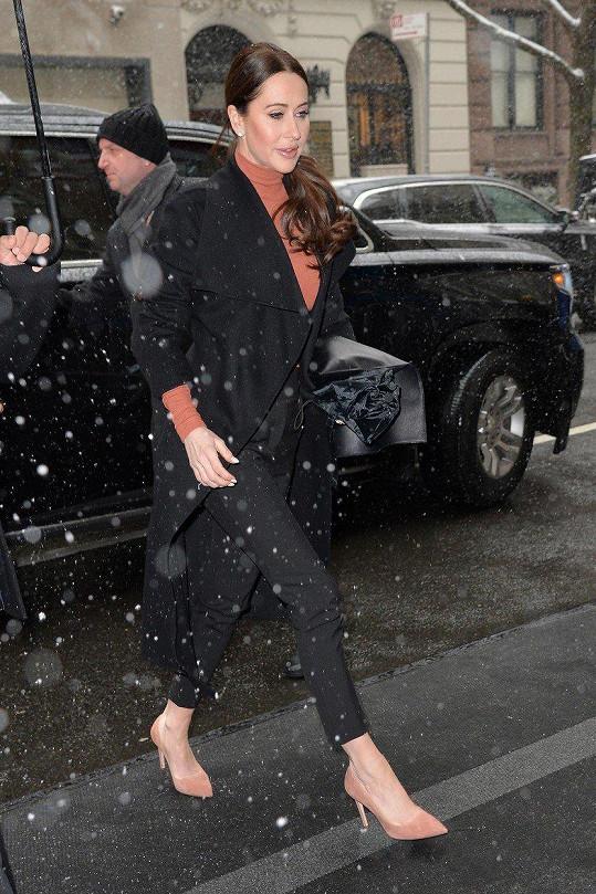 Spoléhá na ni v oblasti módy. Jessica na cestě na oslavu Meghan v New Yorku.