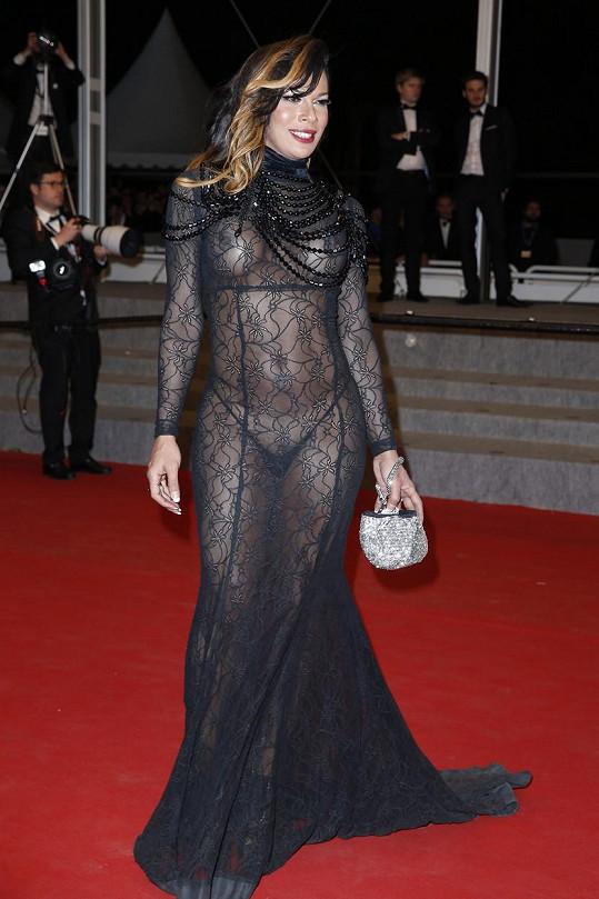 Model herečky Stelly Rochy sklidil na minulém ročníku posměch.