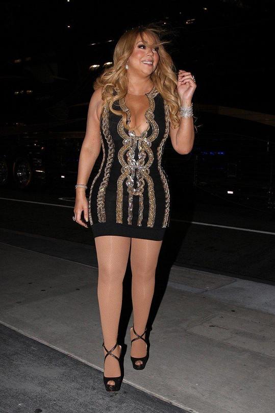 Mariah Carey má v oblibě minišaty.