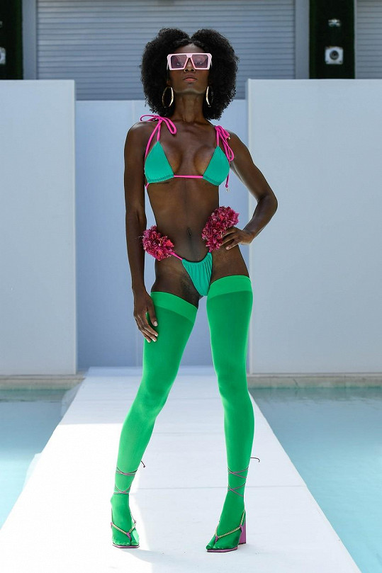 Týden módy na pláž v Miami byl pestrý i na doplňky.
