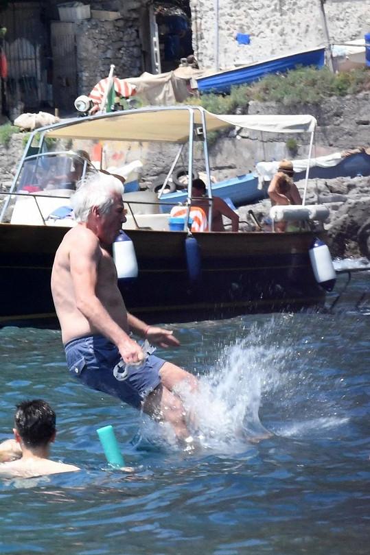 Jako malý kluk. Gere si užívá rodiny v italském Amalfi.