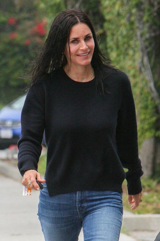 Courteney Cox (52) 'vylétla' na ulici v Beverly Hills.