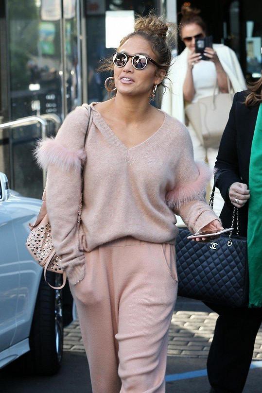 Jennifer Lopez vyrazila na nákupy do Beverly Hills.