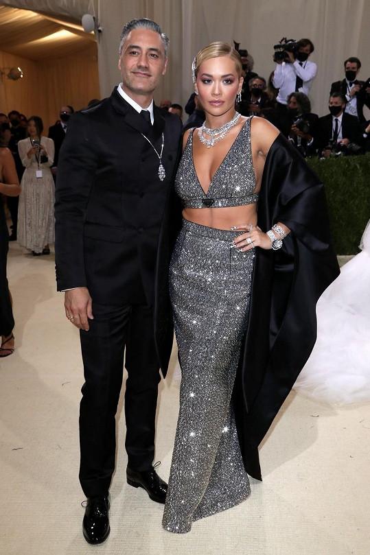Rita Ora a Taika Waititi oblékli značku Prada.