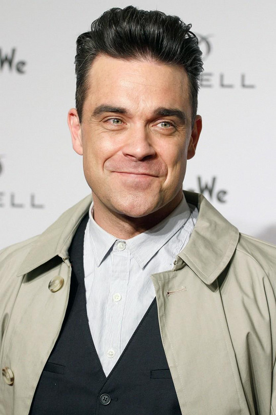 Robbie Williams se nyní potýká s řídnutím vlasů.