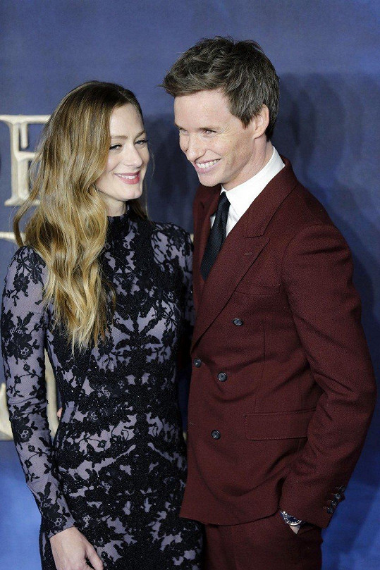 Eddieho doprovodila na premiéru krásná manželka Hannah Bagshawe.