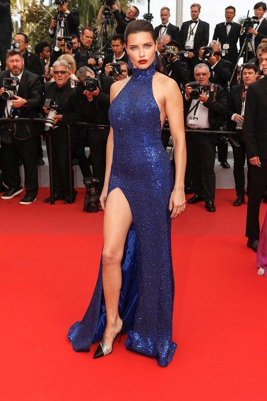 Adriana Lima dorazila na premiéru filmu Oh Merci! v Cannes.