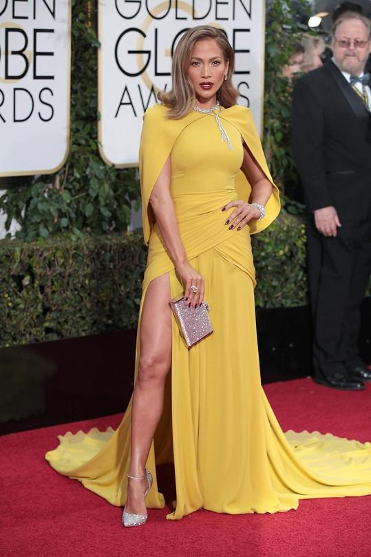 Jennifer Lopez v hořčičných šatech z couture kolekce Giambattisty Valliho.