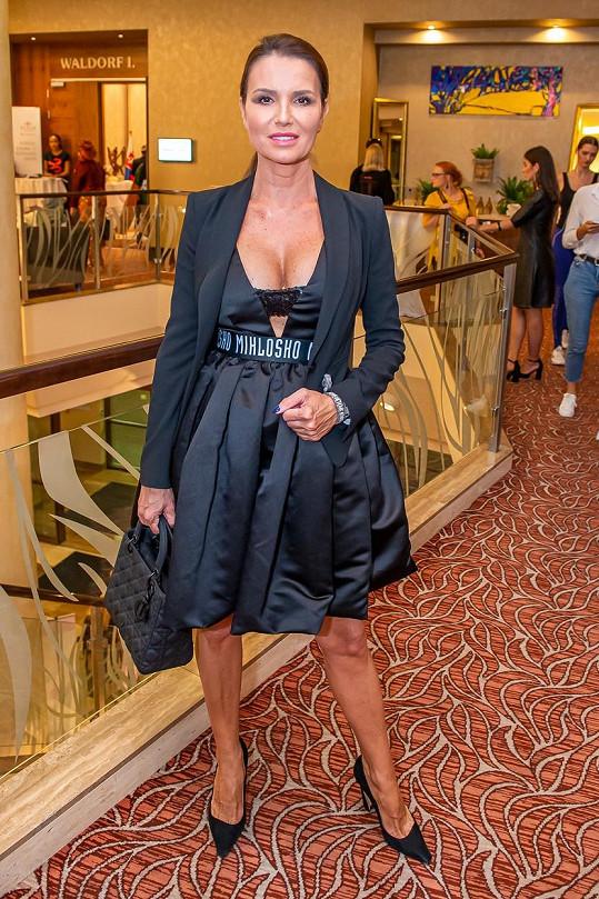 Silvia vypadá i dávno po čtyřicítce skvěle.