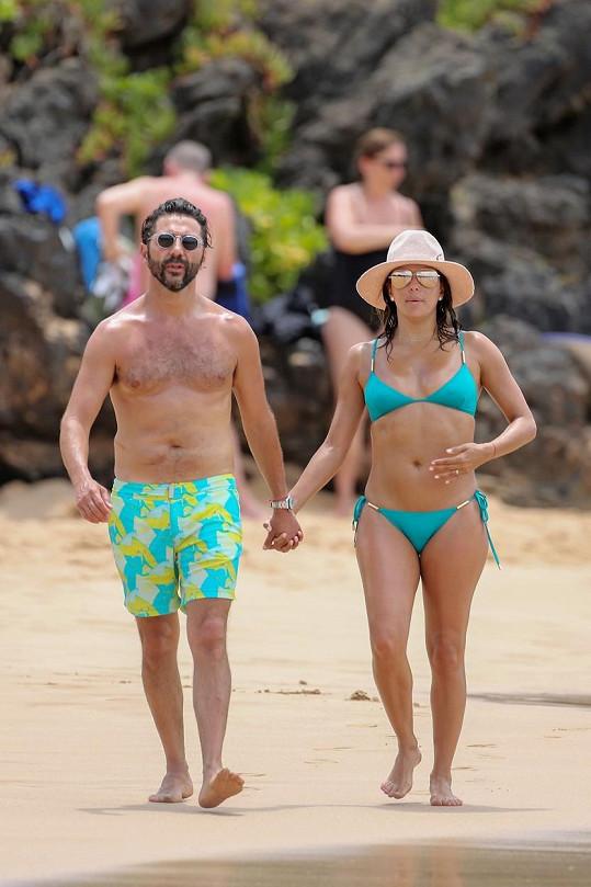 Herečka strávila dovolenou na Havaji s manželem Josem Bastonem.