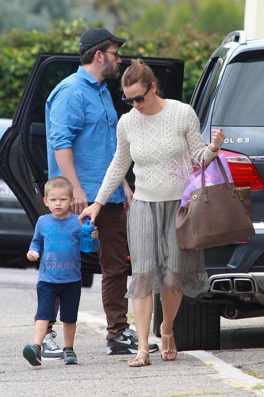 Dvojice v neděli společně se synem navštívila farmářské trhy a poté zvládla ještě návštěvu kostela.