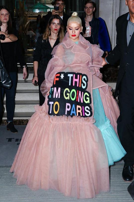 Christina Aguilera v modelu Viktor&Rolf na loňském fashion weeku v Paříži.