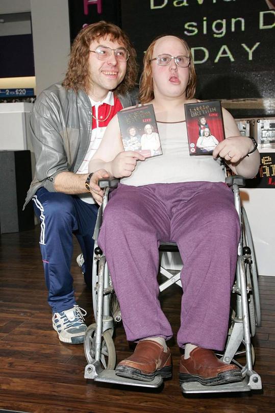 V pořadu Malá Velká Británie si s kolegou Mattem Lucasem dělali srandu z nejrůznějších typů lidí. David je nalevo.