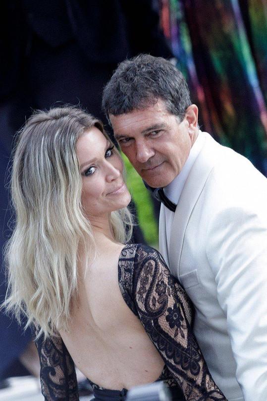 Antonio Banderas se v Cannes pochlubil přítelkyní.