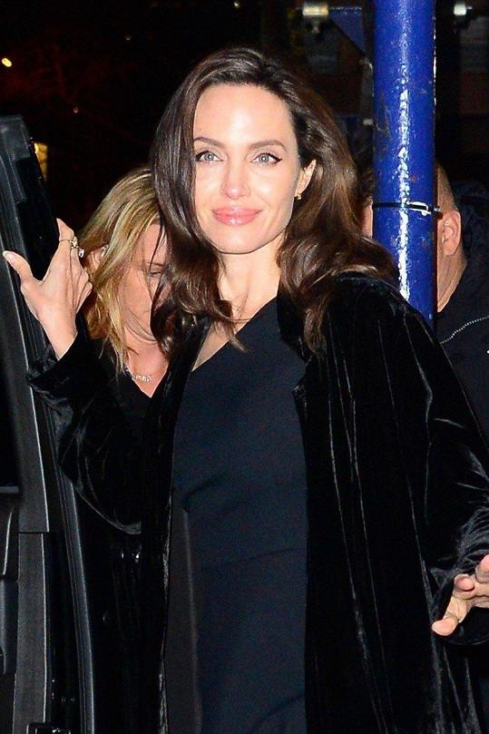 Angelina Jolie opět září.