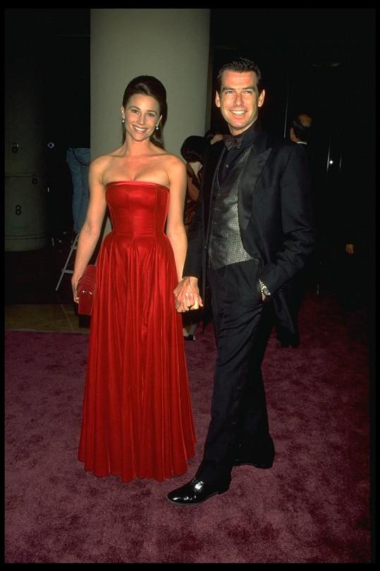 Pierce Brosnan a Keely Shaye Smith v roce 1996