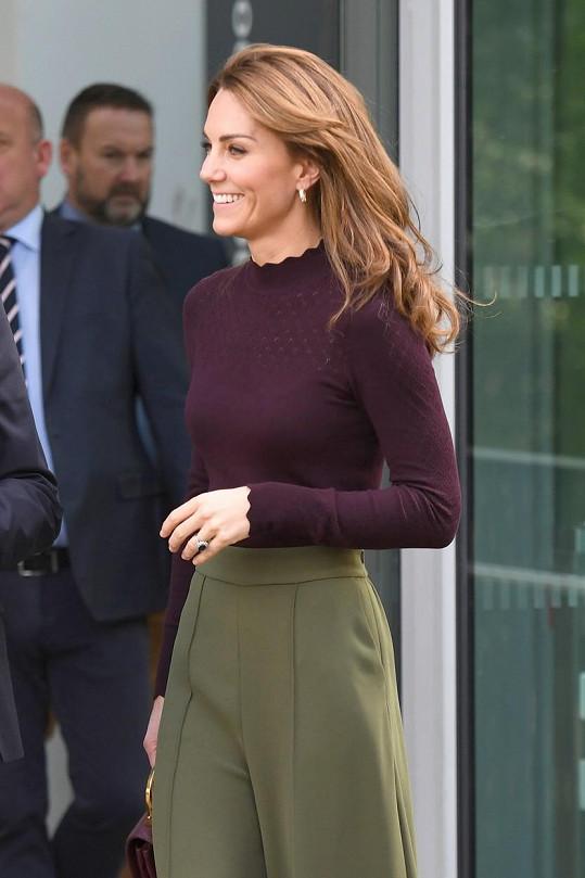 Na schůzku Kate zamířila s úsměvem.