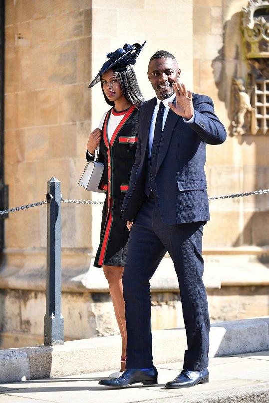 Idris Elba s nyní již manželkou Sabrinou Dhowre na loňské svatbě prince Harryho a Meghan