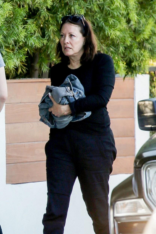 Z filmové reportérky Sue se stala brunetka.