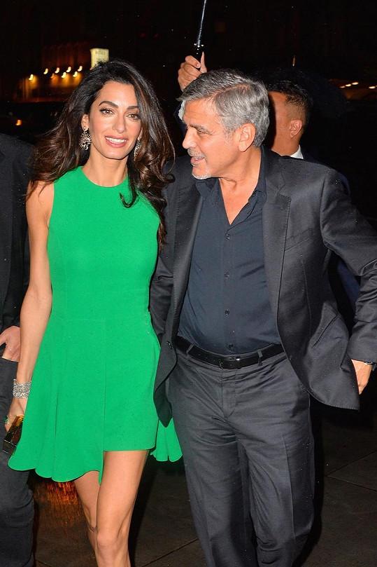 Manželé George a Amal vyrazili na slavnostní promítání jeho filmu.