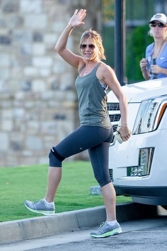 Čerstvě vdaná Aniston byla během natáčení ve skvělé náladě.
