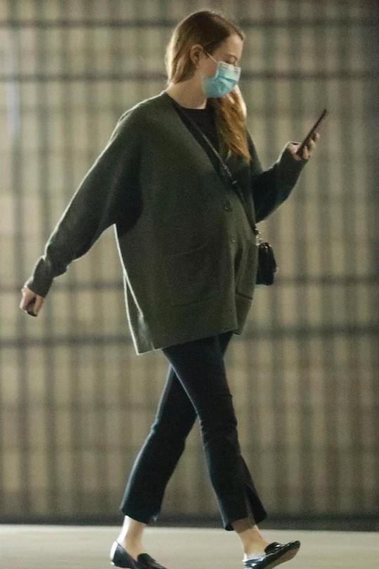 Emma Stone je těhotná.