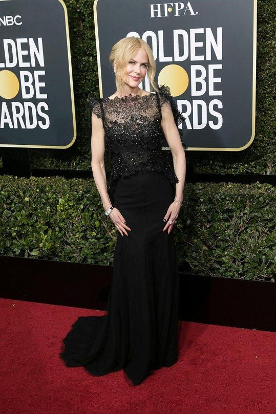 Opět naprosto dokonalá Nicole Kidman v šatech skládajících se z jemného živůtku a dlouhé pouzdrové sukně.