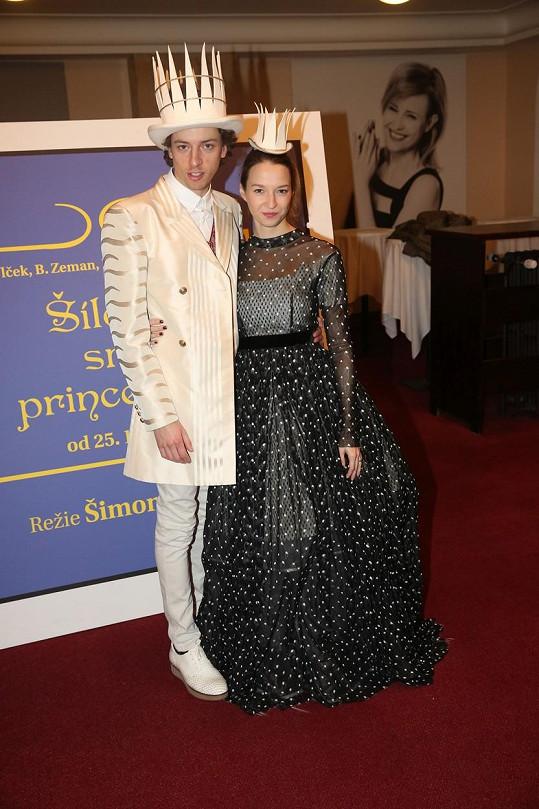 Honza Cina a Berenika Kohoutová představili kostýmy divadelního zpracování pohádky Šíleně smutná princezna.