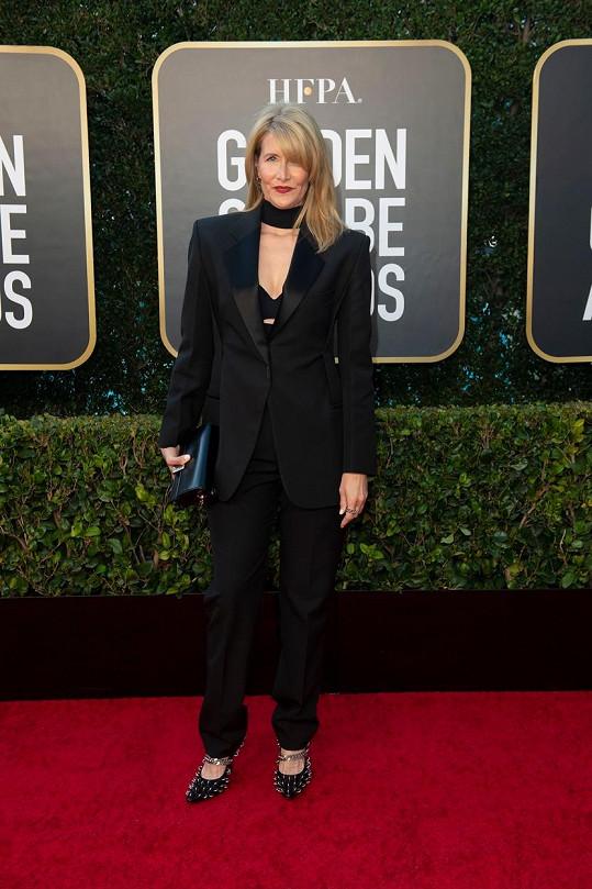 Laura Dern zvolila kostýmek od značky Givenchy.